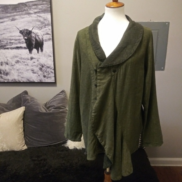 Cynthia Ashby Jackets & Blazers - Cynthia Ashby 100% linen jacket/ Blazer